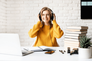 How to Become a Podcast Producer (and Get Clients)? An Interview with Hailey Thomas